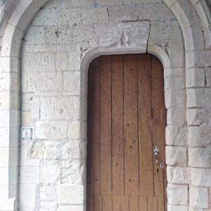 Eglise : porte romane du XIIème siècle